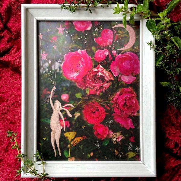 Fotografie s růžemi a kresba zajíčka letícího s hvězdami do snů
