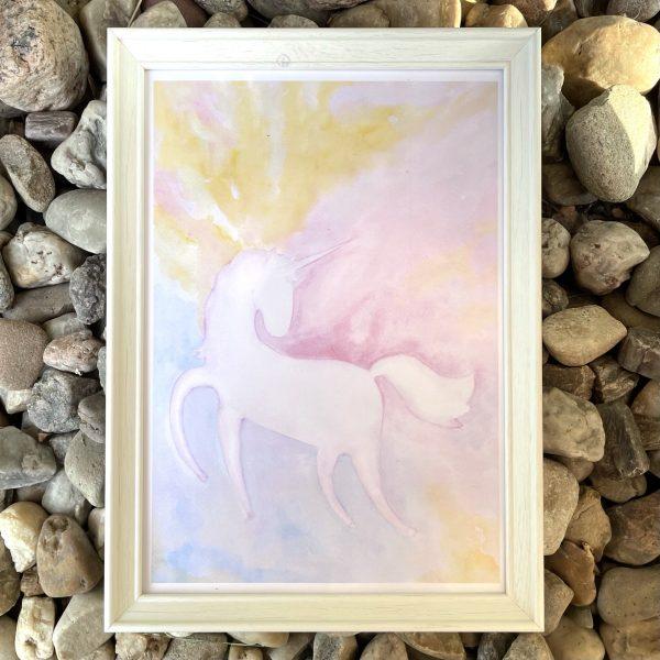 autorský obrázek s jednorožcem a duhovou mlhou v bílém rámu